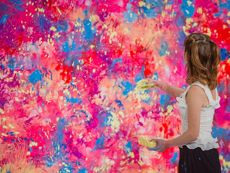 アーティストは未来を見つめる「頑張るアーティスト応援事業」