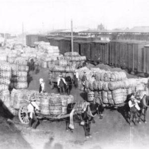 運ぶ。蚕糸業を支えたモノの流れ